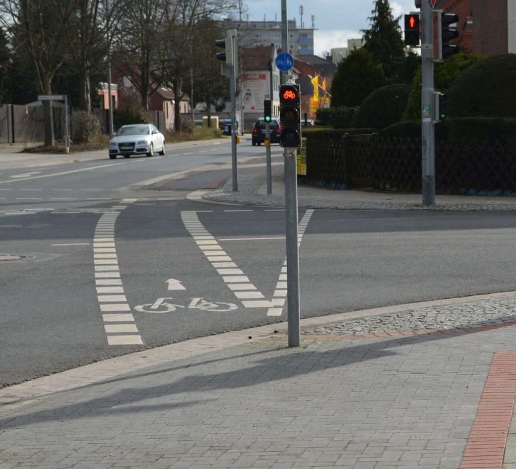 Rad- & Fußgängerfurten mit jeweils passendem Signal