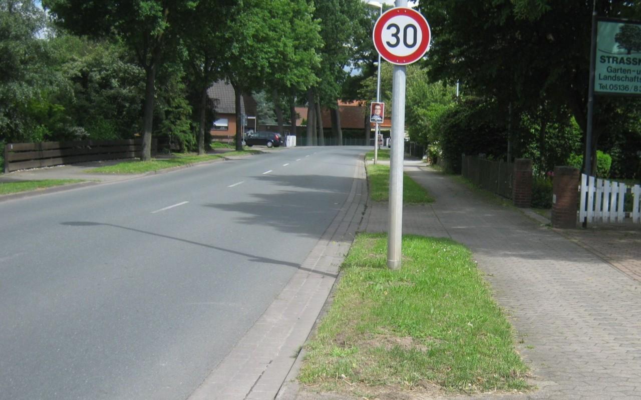 Ortsdurchfahrt von Schillerslage vor Umbau